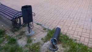 В Брянске около памятника чернобыльцам вандалы разбили новые фонари