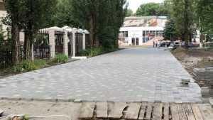 Строители удивили мастерством при ремонте в Майском парке Брянска