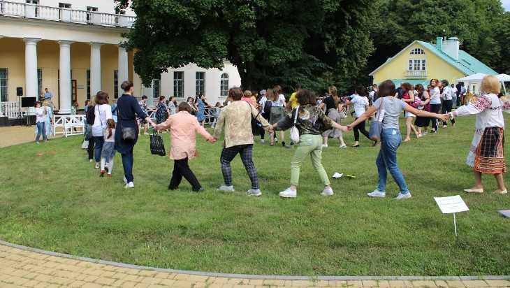 Брянский Овстуг впервые в России принял мировой фестиваль «Гигантские шаги»