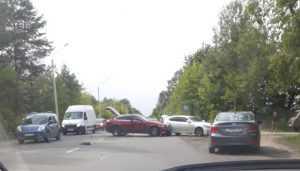 В Брянске на Речной улице в ДТП попали две легковушки