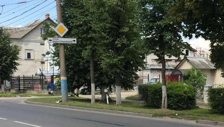 Житель Брянска заметил дорожную камеру возле Бежицкого рынка
