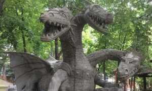 В брянский парк залетел свирепый Змей Горыныч