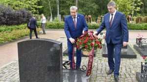 Руководители региона почтили память погибших моряков из Брянска