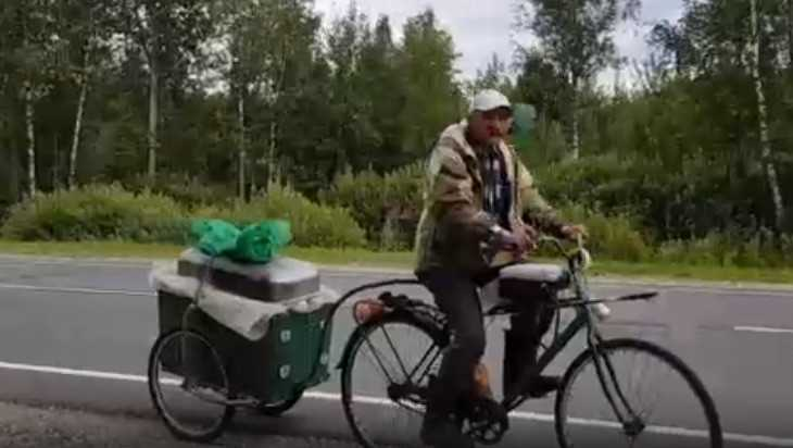 В Брянскую область в гости к брату житель Урала приехал на велосипеде