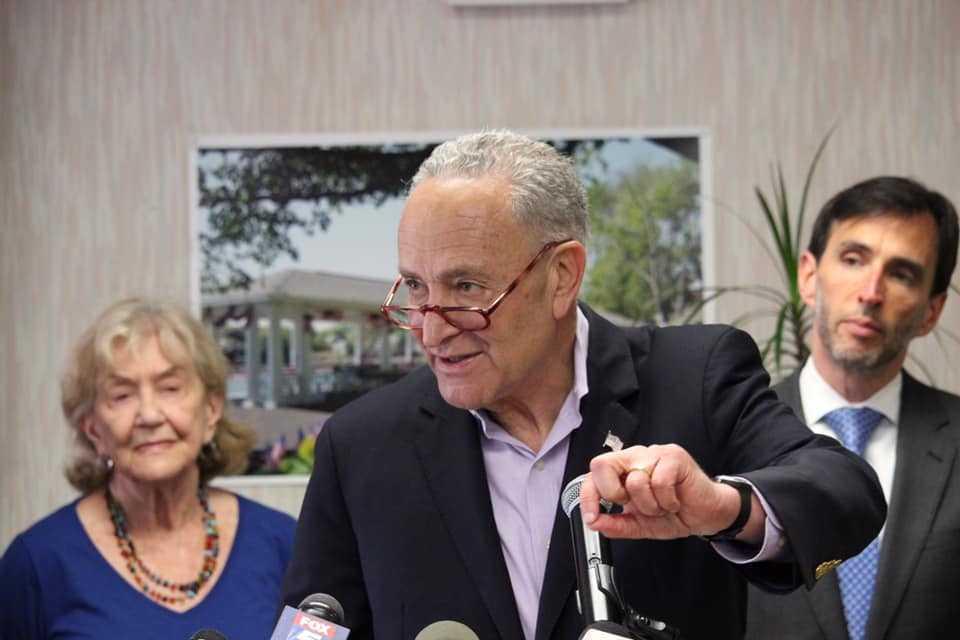 Американцы высмеяли своего сенатора из-за шуточного российского приложения
