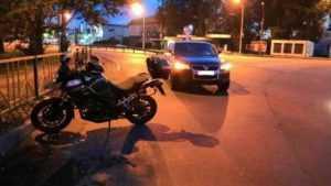 На брянском проспекте столкнулись внедорожник и мотоцикл