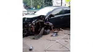 В Брянске пьяный водитель иномарки снес ограждение на Красноармейской