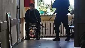 Раненного в перестрелке брянского директора взяли в больнице под охрану