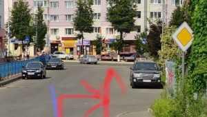 В Брянске женщина на белом автомобиле сбила велосипедиста и скрылась