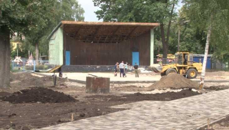 В Майском парке Брянска начали ремонтировать летнюю эстраду
