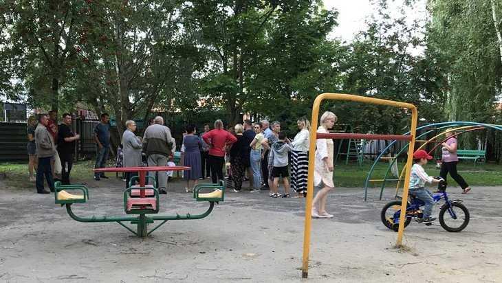 В Брянске автомобилисты и безлошадные учинили яростную битву за двор