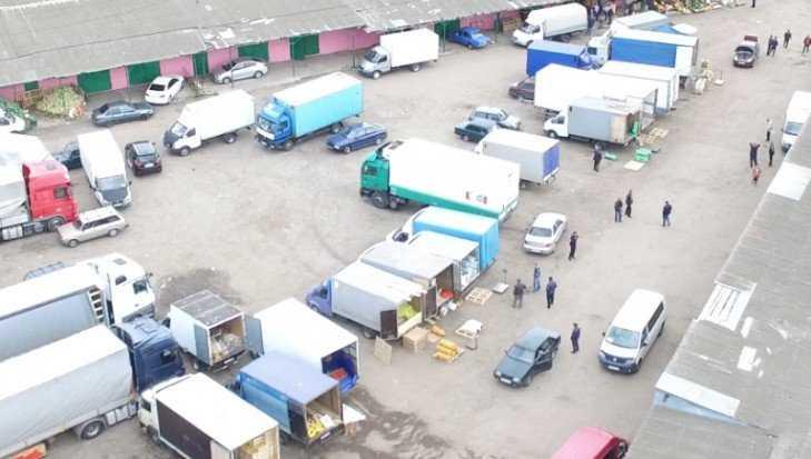 В Толмачеве на рынке полиция задержала 7 нелегальных мигрантов
