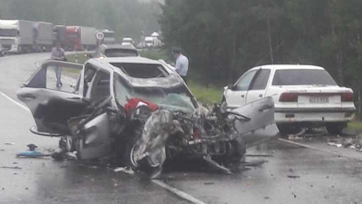 На брянской трассе в жутком ДТП погиб мужчина и ранена девушка