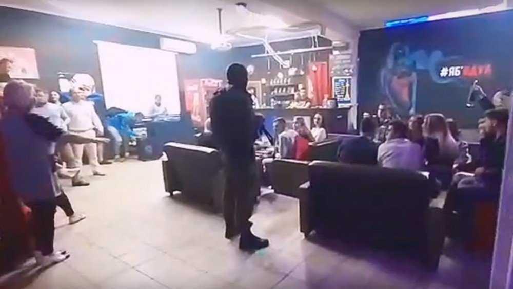 В кальянную Клинцов нагрянули правоохранители в масках