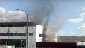 В Брянске на территории БМЗ загорелось заброшенное здание