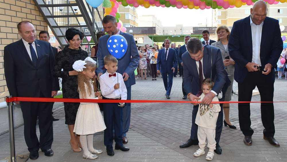 В Брянске на площади старого аэропорта открыли детсад на 270 мест