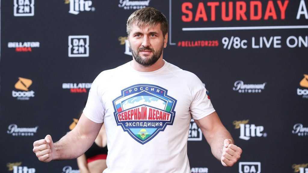 Брянский боец Виталий Минаков молниеносно расправился с новым соперником