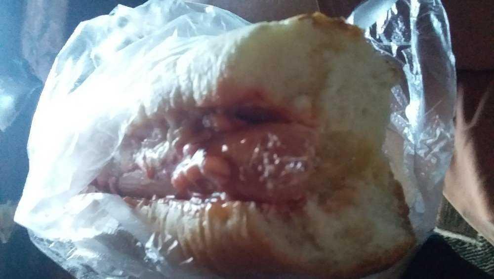 Житель Стародуба купил хот-дог с сюрпризом
