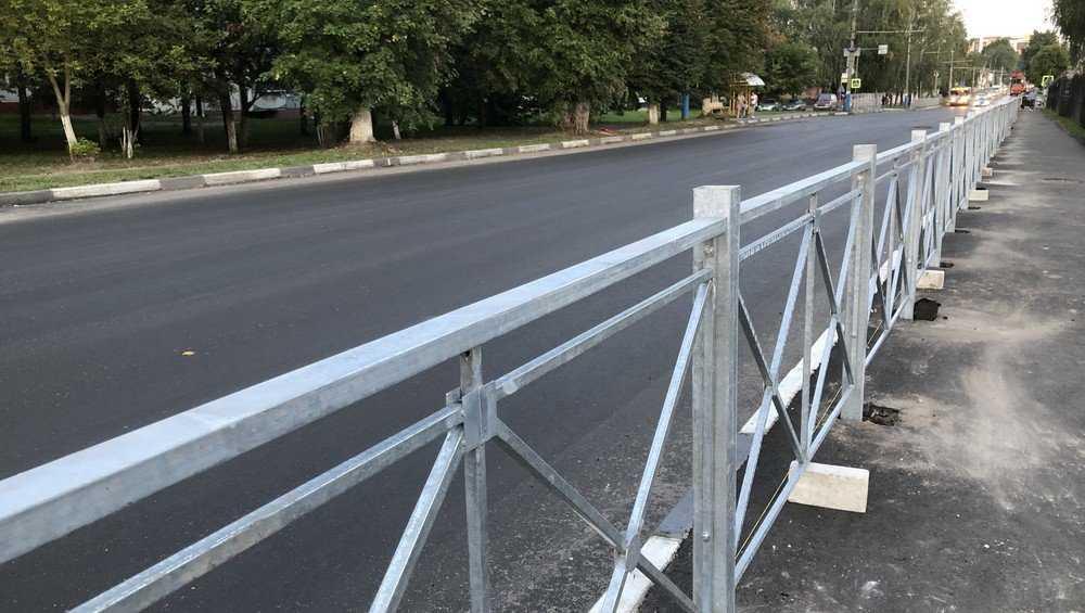 В Брянске начали устанавливать оцинкованные дорожные ограждения