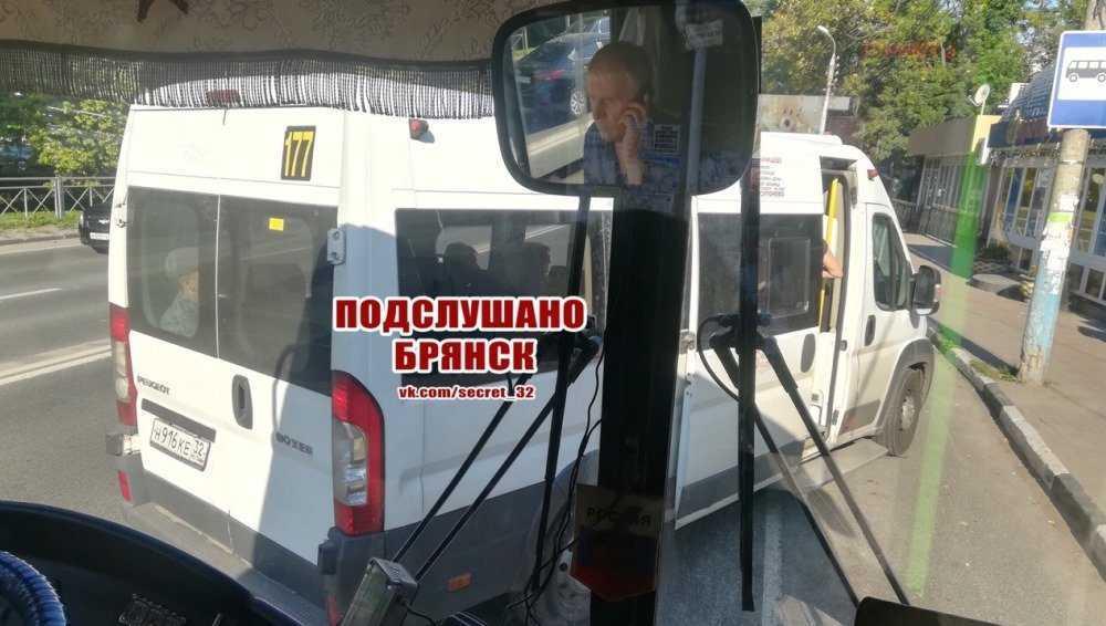 В Брянске пассажиры сразились с захватившим дорогу кучером маршрутки