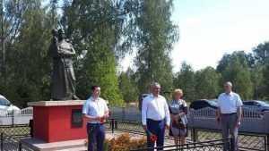 В Почепском районе открыли обновлённый памятник воинам