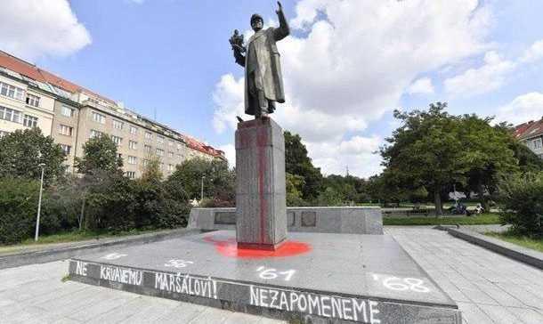 «Адольф Гитлер или Иван Конев? Прага выбрала своего фаворита»: в столице Чехии осквернили памятник советскому маршалу