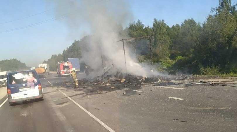 В Брянском районе сгорел грузовик с яйцами