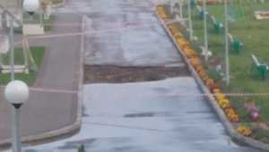 В Брянске возле нового детсада «Росинка» провалился асфальт