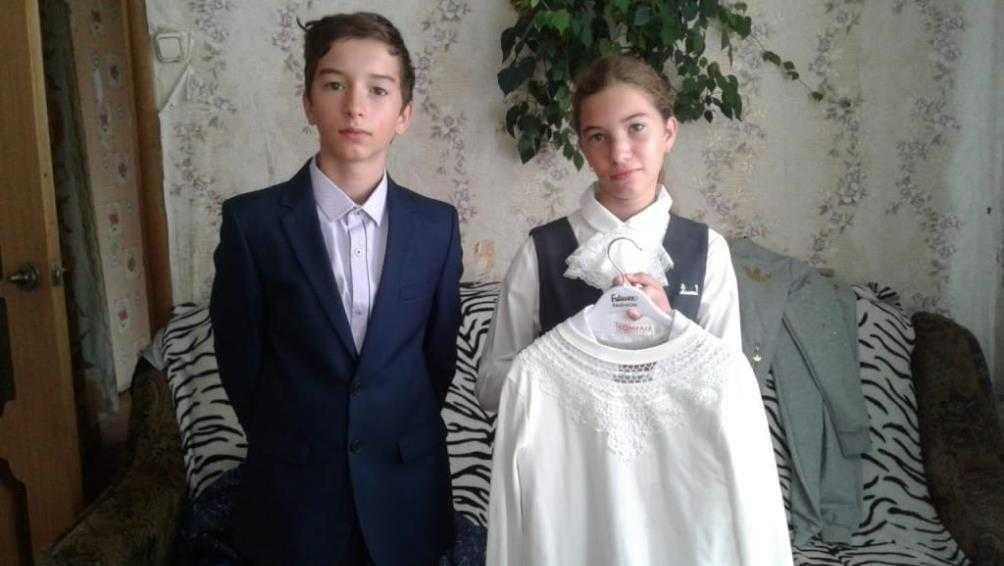 Брянская епархия передала школьную форму детям из бедной семьи