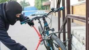 В Брянске мошенник украл велосипед у пожилого пациента поликлиники