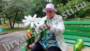 Жительница Брянска вырастила пластиковый сад