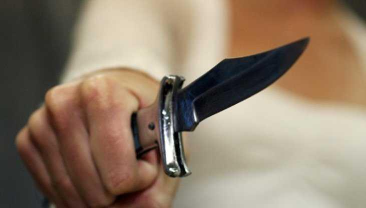 В Брянске ночью мужчину избили и ранили ножом