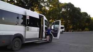 Жительница Брянска рассказала о висящих в маршрутке пассажирах
