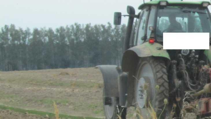 В Локте пенсионер на Volkswagen протаранил трактор