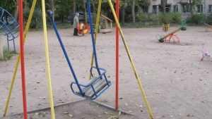 В Новозыбкове 9-летний мальчик упал с качелей и сломал руку