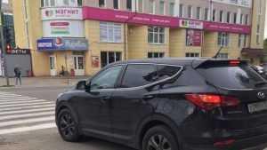 В Брянске пешеходов возмутил любитель езды по тротуару