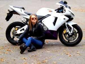 Под Климовом 18-летняя мотоциклистка врезалась в дерево