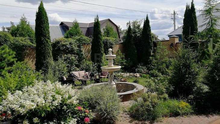 В Брянске выставили на продажу за 47 млн рублей коттедж с фонтаном