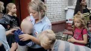 В Брянске полиция и сотрудники МЧС спасли от падения с балкона 3 детей