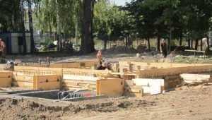 В Майском парке Брянска начали строить детский городок