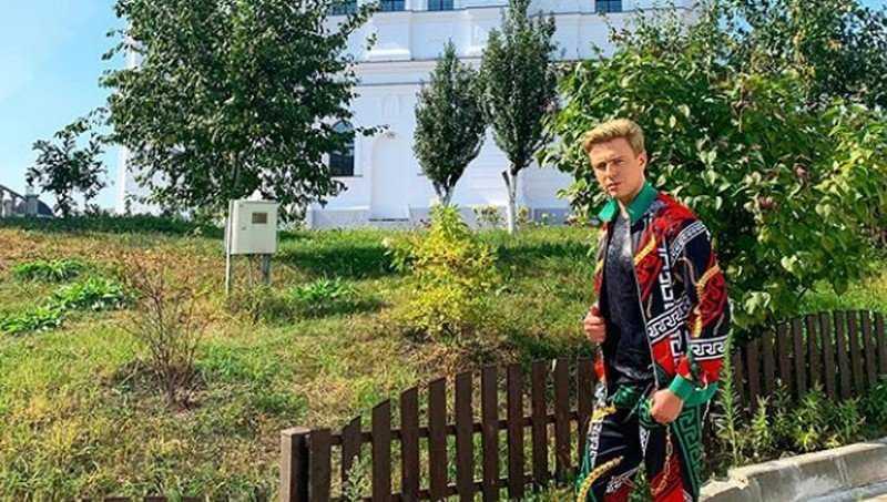 Шаляпина назвали клоуном за пестрый наряд при посещении Брянска