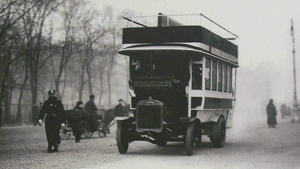 Брянцев ввели в заблуждение фотографией якобы первого автобуса