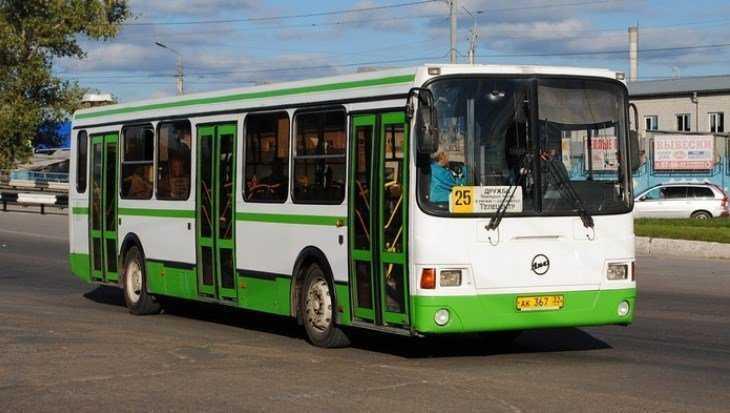 В Брянске на улице Дуки 81-летний пассажир автобуса разбил голову