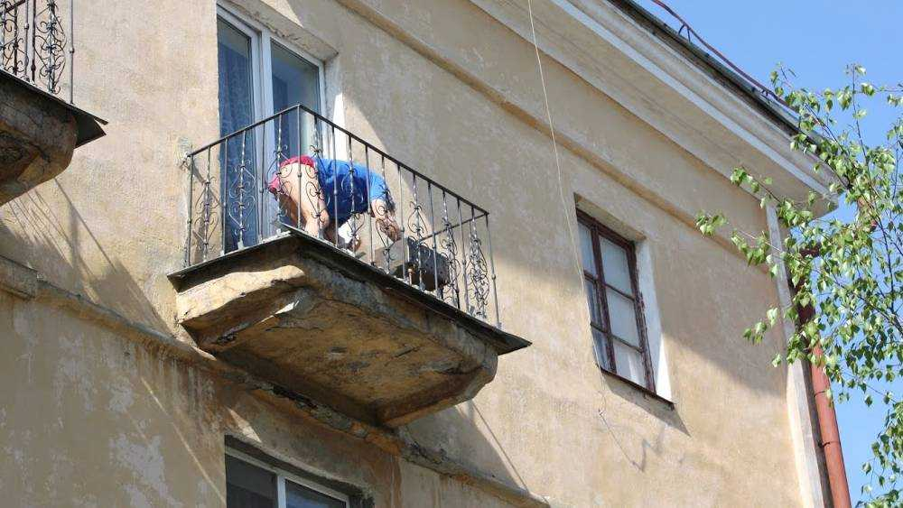 Жителям России запретят курить на балконах