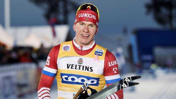 Брянский лыжник Большунов сломал палку, но выиграл очередную гонку
