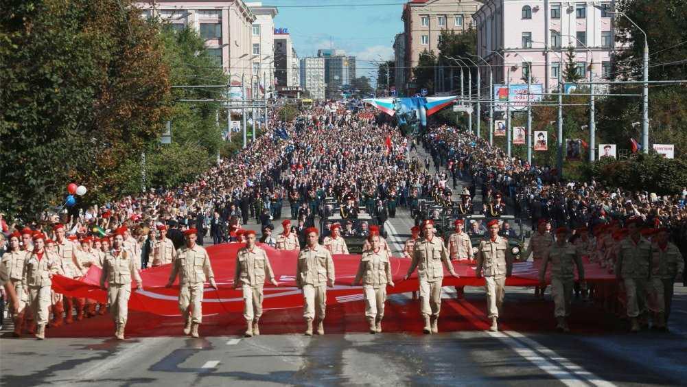 Руководители области поздравили жителей Брянска с Днём освобождения