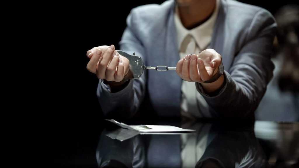 В Почепе девушка получила условный срок за кражу 12000 рублей у подруги