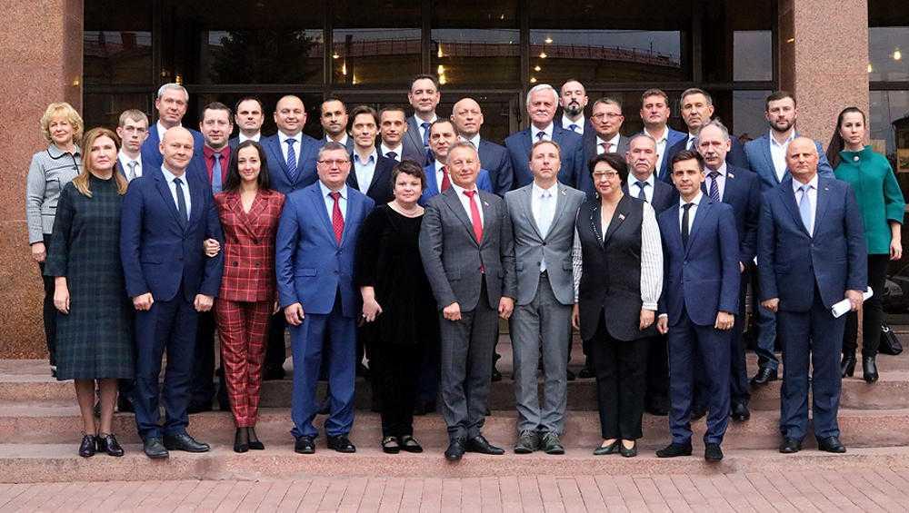В Брянский горсовет попали 18 бизнесменов