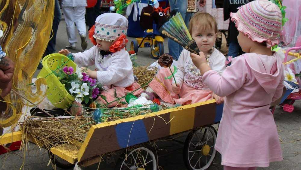 Брянским семьям с детьми будут выплачивать ежемесячно по 5303 рубля
