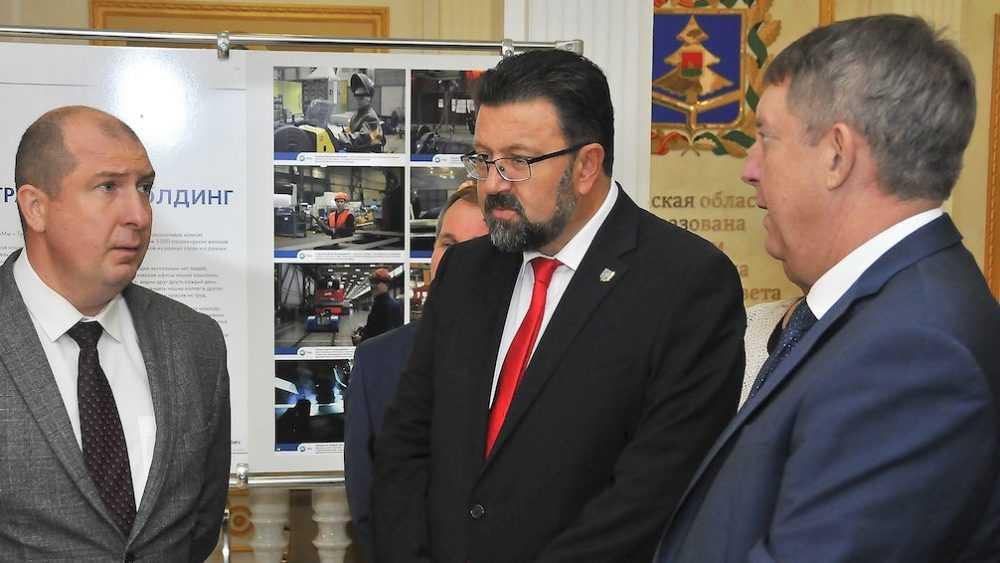 БМЗ представил в правительстве области фотовыставку «Мы – Трансмашхолдинг»
